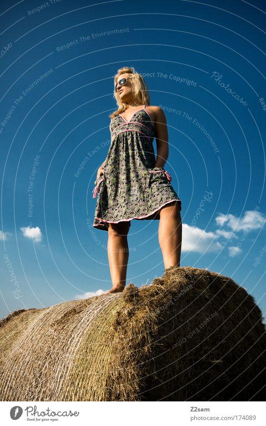 lena in heaven Mensch Natur Jugendliche schön Himmel Freude Wolken feminin Gras Glück Landschaft Zufriedenheit Mode blond Erwachsene elegant