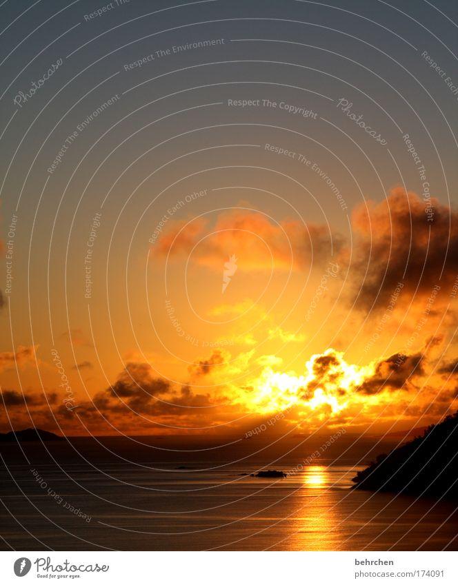 der himmel brennt Sonnenuntergang Himmel Strand Ferien & Urlaub & Reisen Meer Wolken Ferne Freiheit Glück träumen Küste Sonnenaufgang orange Wellen