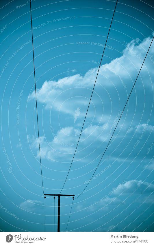 Stromlinien Telekommunikation Energiewirtschaft Energiekrise Strommast Stromverbrauch Linie Unendlichkeit kalt schwarz weiß Kraft Gelassenheit ruhig