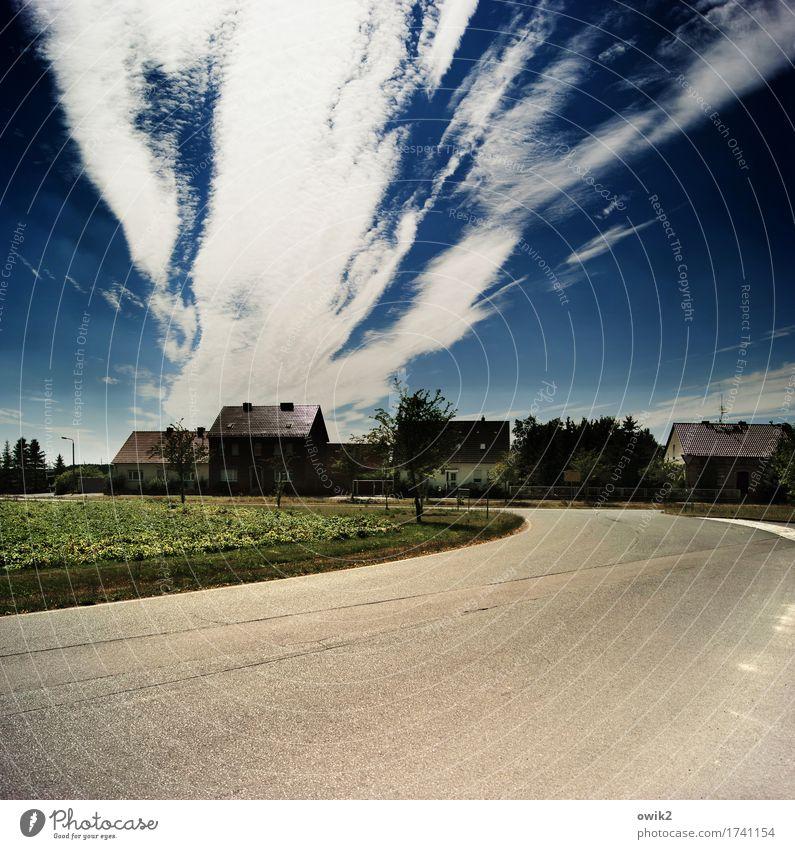 Vom Winde verweht Himmel Baum Wolken Haus Fenster Straße Gras Gebäude außergewöhnlich Deutschland Horizont Verkehr Feld leuchten Sträucher gefährlich