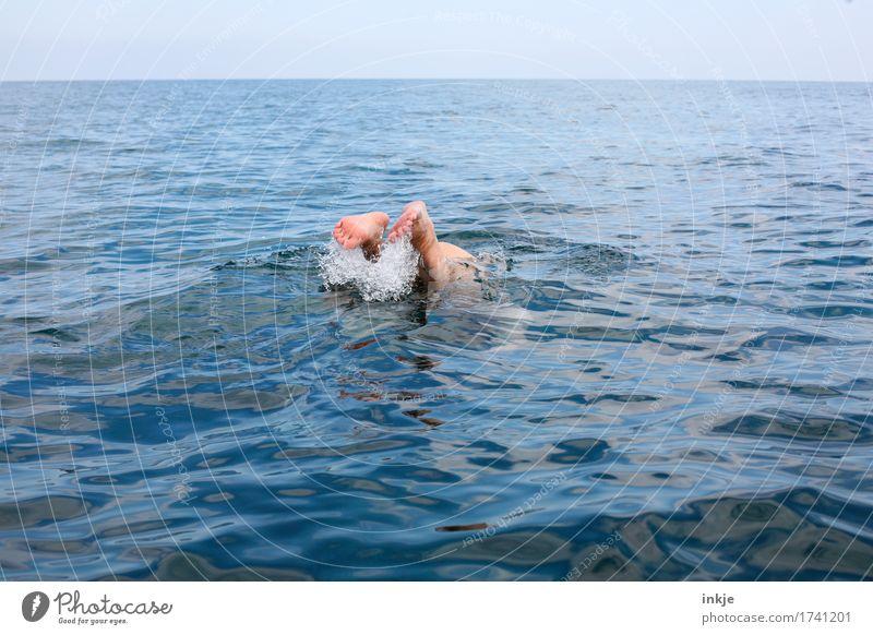 Köpper Lifestyle Freude Schwimmen & Baden Freizeit & Hobby Ferien & Urlaub & Reisen Sommer maskulin Mann Erwachsene Leben Fuß Männerfuß 1 Mensch 30-45 Jahre