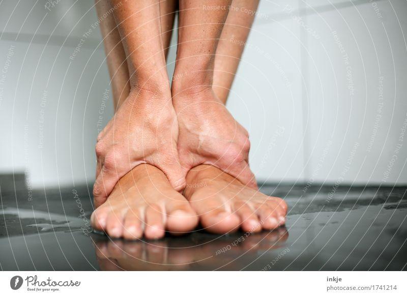 Spann schön Körperpflege Maniküre Unter der Dusche (Aktivität) Wellness harmonisch Wohlgefühl Sinnesorgane Erholung ruhig Kur Massage Frau Erwachsene Leben Hand