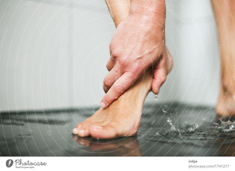 Hand und Fuß Körperpflege Pediküre Unter der Dusche (Aktivität) Frau Erwachsene Leben Frauenfuß 1 Mensch Wasser schön nah nass natürlich Sauberkeit dünn feminin