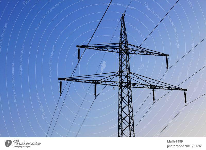 Umweltfreundliche Energie Himmel Sommer Luft Umwelt Industrie Energiewirtschaft Elektrizität Technik & Technologie Kabel Turm Klima Verbindung Wirtschaft Spannung positiv Schönes Wetter
