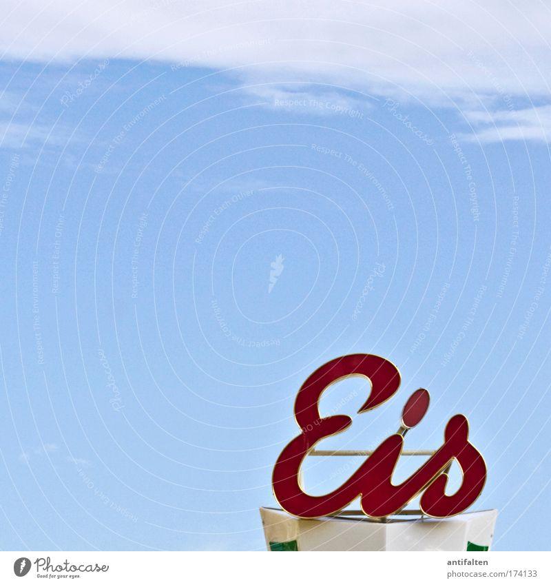 Eis Milcherzeugnisse Speiseeis Ernährung Freude Jahrmarkt Himmel Wolken Sommer Schönes Wetter Wärme Metall Kunststoff Zeichen Schriftzeichen blau rot Farbfoto