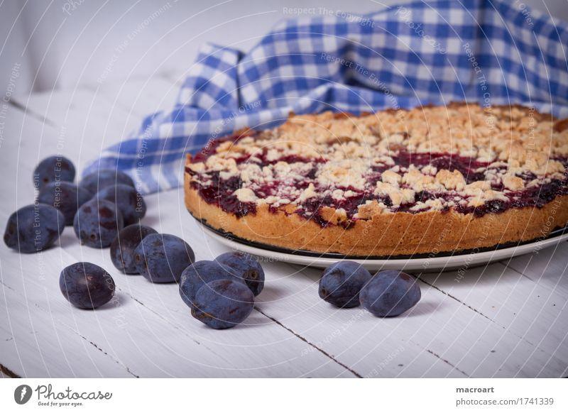 Pflaumenkuchen streusselkuchen Obstkuchen backen Dessert Kaffee Frucht Holztisch Gesunde Ernährung Speise Essen Foodfotografie Lebensmittel genießen braun weiß
