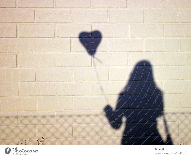 lovin you is easy Frau Mensch Freude Erwachsene Liebe Gefühle Glück Paar Feste & Feiern Zufriedenheit Herz fliegen Fröhlichkeit Schatten Luftballon