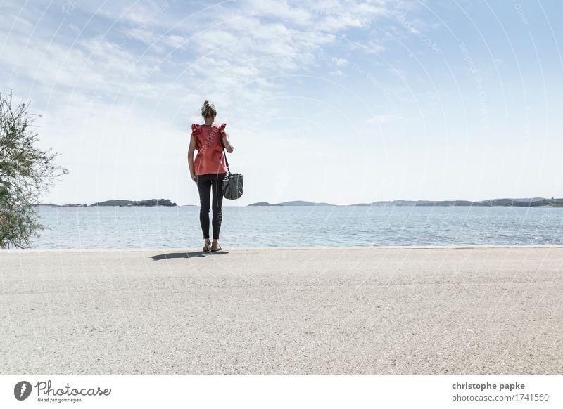 Fernwehblues Ferien & Urlaub & Reisen Tourismus Ferne Freiheit Sightseeing Sommer Sommerurlaub Meer Insel feminin 1 Mensch 30-45 Jahre Erwachsene Horizont