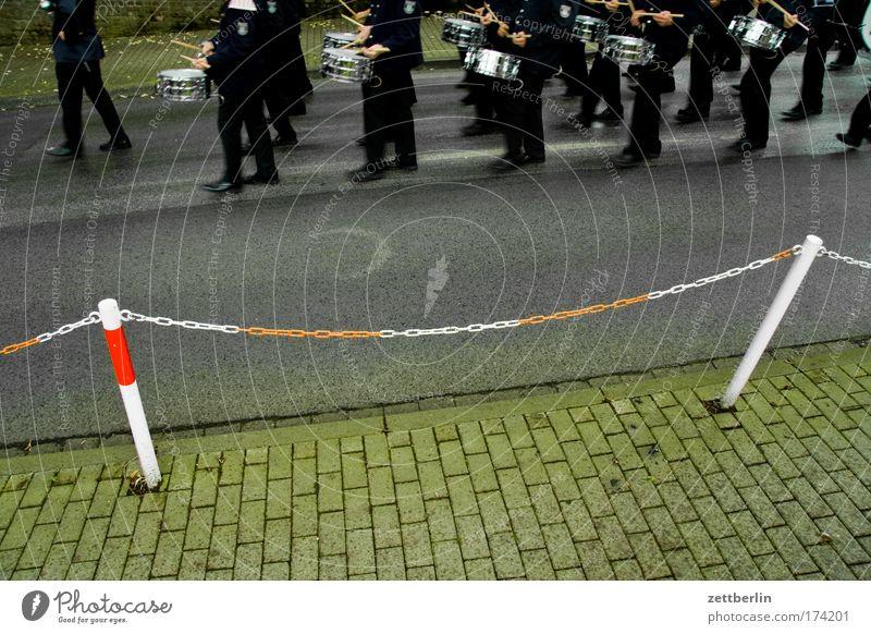 Schützenfest Musik Feste & Feiern Dorf Umzug (Wohnungswechsel) Bürgersteig Meinung Kette Barriere Tradition Trommel Uniform marschieren Zeremonie Schlagzeuger