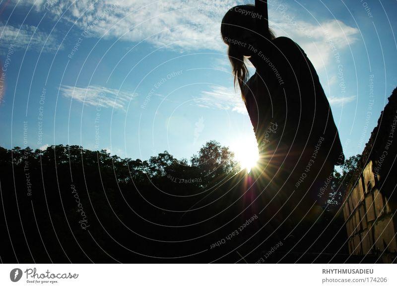 we've seen the sun so many times. Mensch Kind Jugendliche Baum ruhig feminin Wand Haare & Frisuren Mauer Kindheit Gelassenheit Schönes Wetter Junge Frau 8-13 Jahre Vorsicht Menschlichkeit