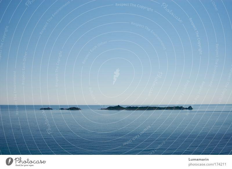 Landstrich Ferien & Urlaub & Reisen Ferne Freiheit Umwelt Landschaft Wolkenloser Himmel Horizont Sommer Schönes Wetter Meer Insel Unendlichkeit blau Stimmung