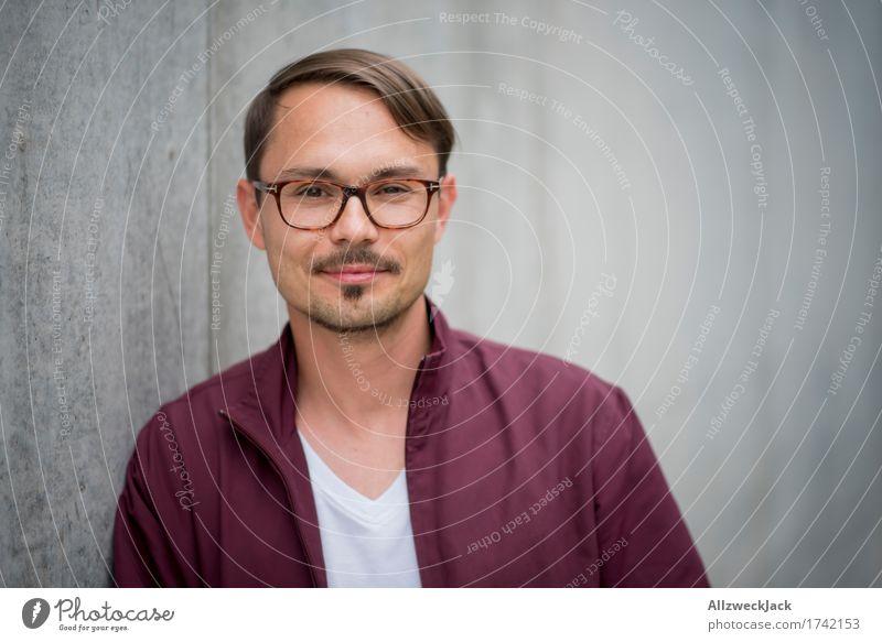 Portrait 3 Mensch Jugendliche Mann schön Junger Mann rot 18-30 Jahre Erwachsene grau maskulin modern Fröhlichkeit Brille Freundlichkeit sportlich trendy