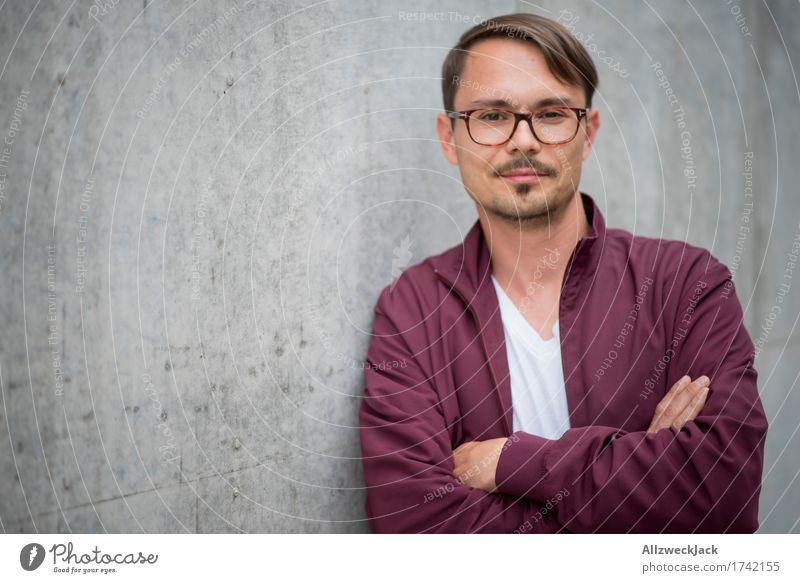 Portrait 2 maskulin Junger Mann Jugendliche Erwachsene 1 Mensch 18-30 Jahre 30-45 Jahre Jacke Brille brünett Scheitel Oberlippenbart Freundlichkeit trendy schön