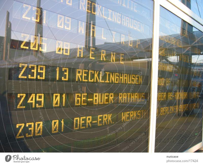 Abfahrtstafel Verkehr Bahnhof Bus Anzeige