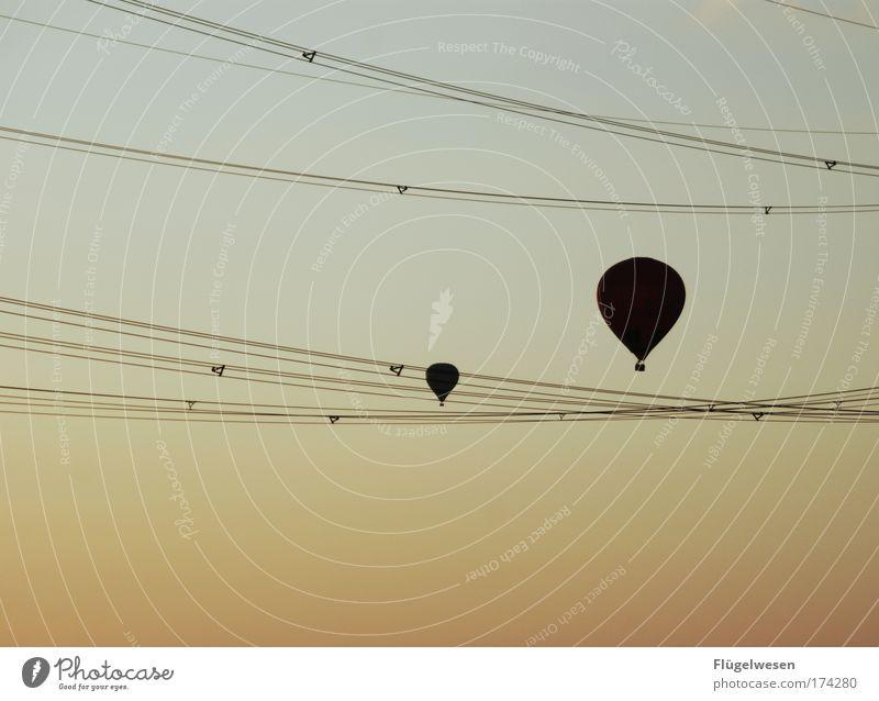 Wie war das noch mit Drachen steigen lassen und Strommasten? Ferien & Urlaub & Reisen Freiheit Horizont fliegen außergewöhnlich Freizeit & Hobby Ausflug Abenteuer leuchten Lifestyle Elektrizität Hoffnung bedrohlich Unendlichkeit Todesangst Ballone