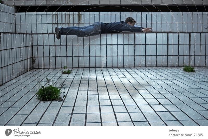 freischwimmer Jugendliche alt Junger Mann Schwimmen & Baden gehen fliegen maskulin nass Schwimmbad tauchen Schweben Held Superman Mensch Schwerelosigkeit