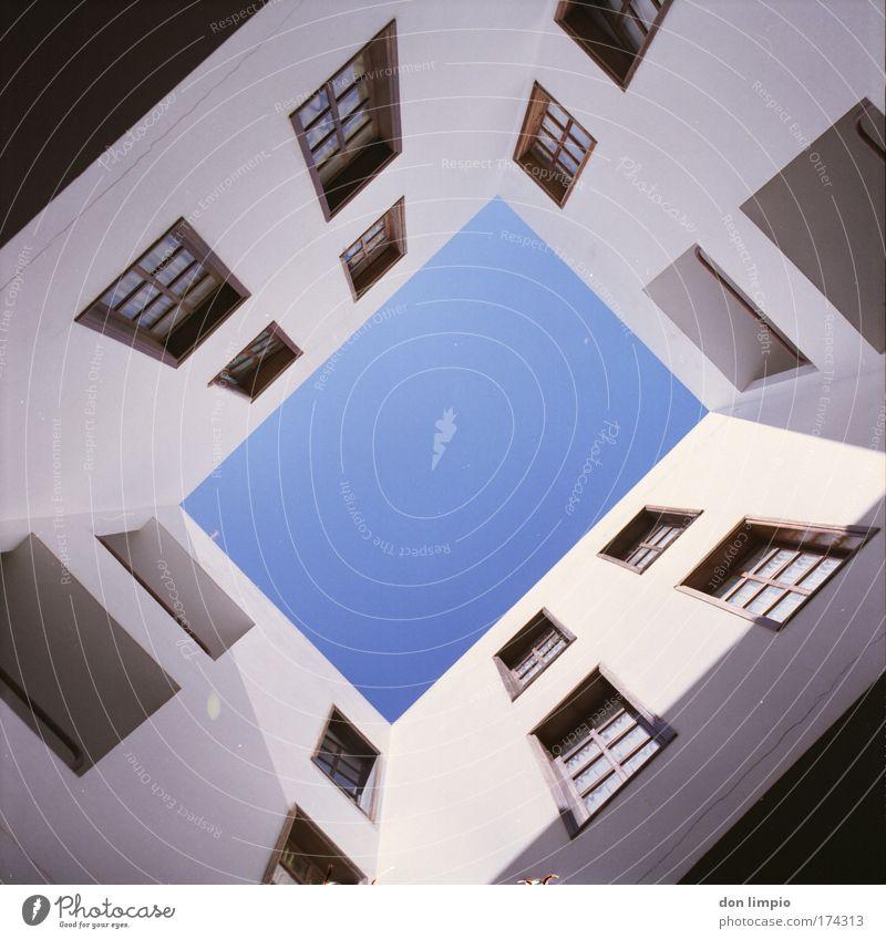 hochformat 2 alt blau Haus Fenster Architektur Schönes Wetter Wolkenloser Himmel Einfamilienhaus bevölkert Fischerdorf