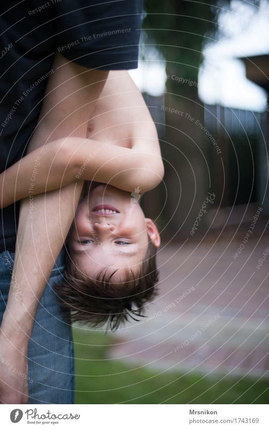 Kopfüber Mensch Kind Sommer Freude Erwachsene Leben Junge Familie & Verwandtschaft Spielen lachen Glück Garten Zusammensein Ausflug Kindheit Fröhlichkeit