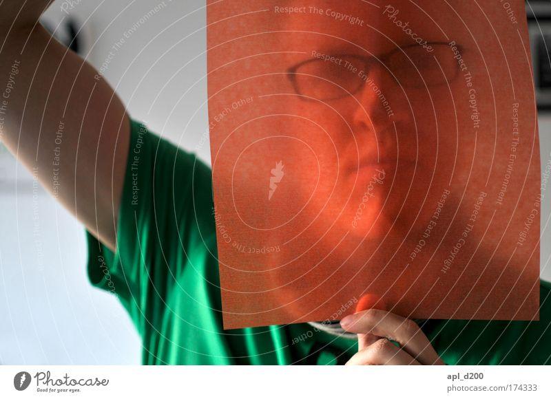 Durchblick orange Farbfoto Innenaufnahme Tag Schwache Tiefenschärfe Blick in die Kamera Mensch maskulin Junger Mann Jugendliche Kopf 1 18-30 Jahre Erwachsene