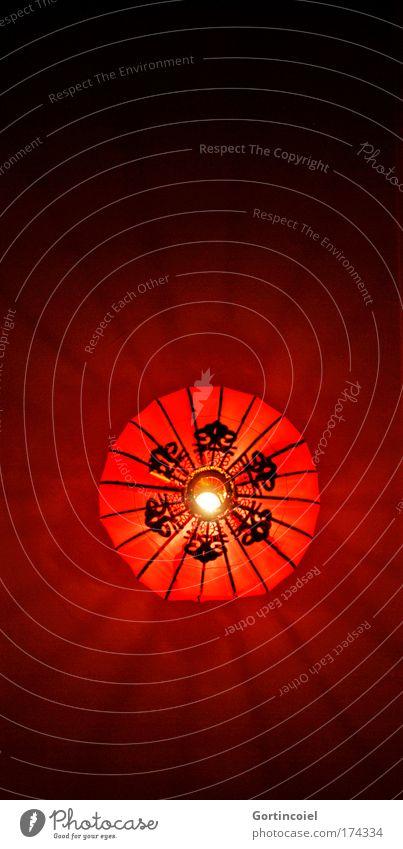 Bambule Stil Design Dekoration & Verzierung Lampe Laterne leuchten modern rot Muster strahlenförmig Beleuchtung Glühbirne Farbfoto Innenaufnahme Kunstlicht