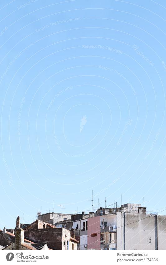 Croatia07. Stadt Sommer Haus grau Dach Balkon Wolkenloser Himmel Wohnhochhaus Schornstein Kroatien Hafenstadt Antenne Split Urlaubsort