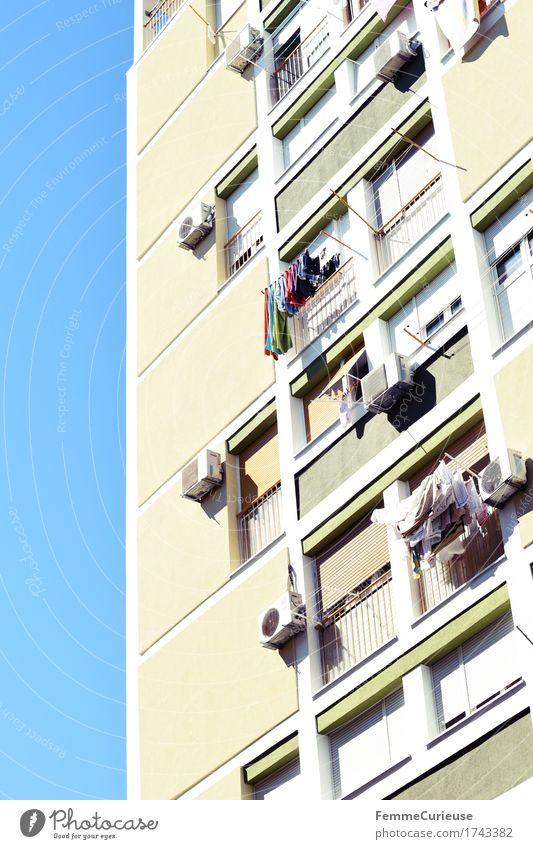 Croatia01. Himmel Stadt Sommer Sonne Haus Fenster Fassade Hochhaus Wohnhaus Hauptstadt Wolkenloser Himmel Wohnhochhaus Plattenbau Wäsche Kroatien Hafenstadt