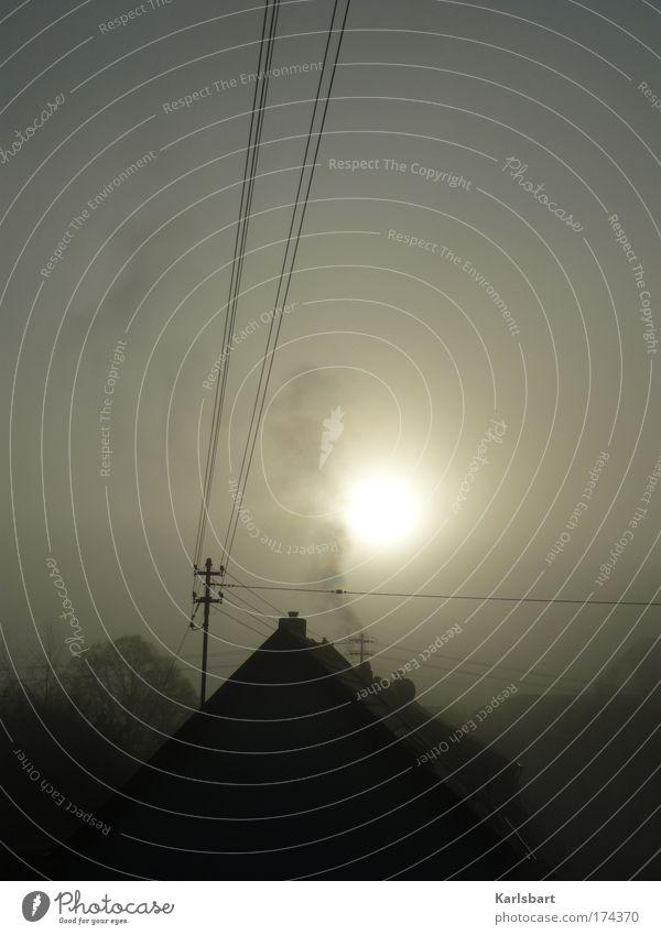 smog. Energiewirtschaft Fortschritt Zukunft Industrie Umwelt Himmel Sonne Sonnenlicht Mond Klimawandel Nebel Smog Dorf Stadtrand Haus Dach Schornstein Strommast