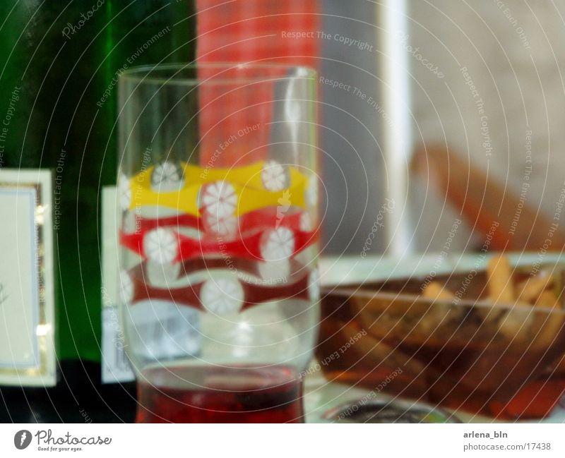 gedeckter Tisch Aschenbecher Alkohol Glas