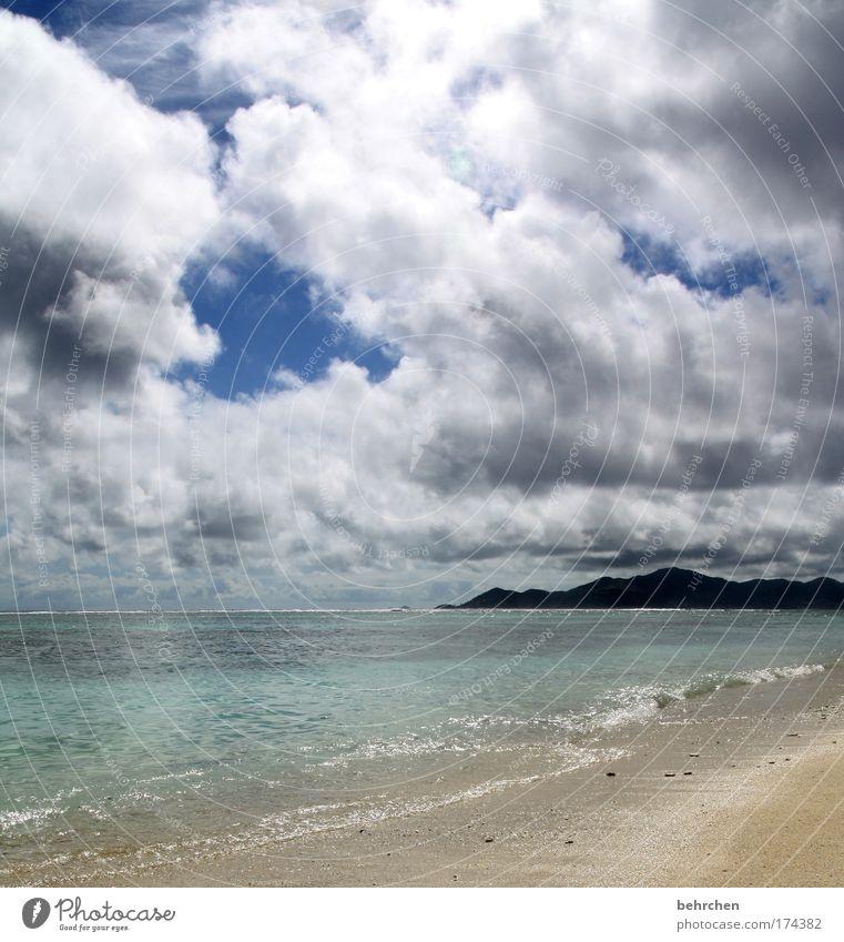 regen kann ein genuss sein Himmel Strand Ferien & Urlaub & Reisen Meer Wolken Ferne Freiheit Berge u. Gebirge träumen Küste Regen Wellen Zufriedenheit nass Insel Tourismus