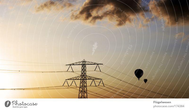 Die Transballon Einschienenbahn Himmel Wolken Ferne Freiheit oben Glück Paar Zusammensein fliegen Elektrizität Sicherheit fahren fallen Todesangst Ballone