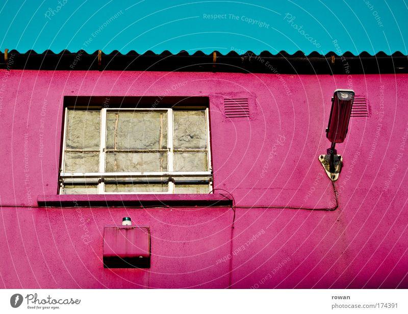 pink Farbfoto mehrfarbig Außenaufnahme Tag Haus Industrieanlage Fabrik Bauwerk Gebäude Architektur Mauer Wand Fenster alt außergewöhnlich retro trist rosa