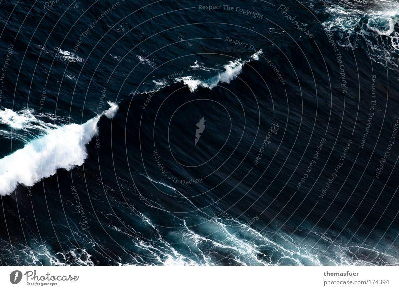 Gewalt (ig) Farbfoto Außenaufnahme Menschenleer Textfreiraum rechts Tag Vogelperspektive Meer Wellen Urelemente Wasser Wind Sturm bedrohlich fantastisch