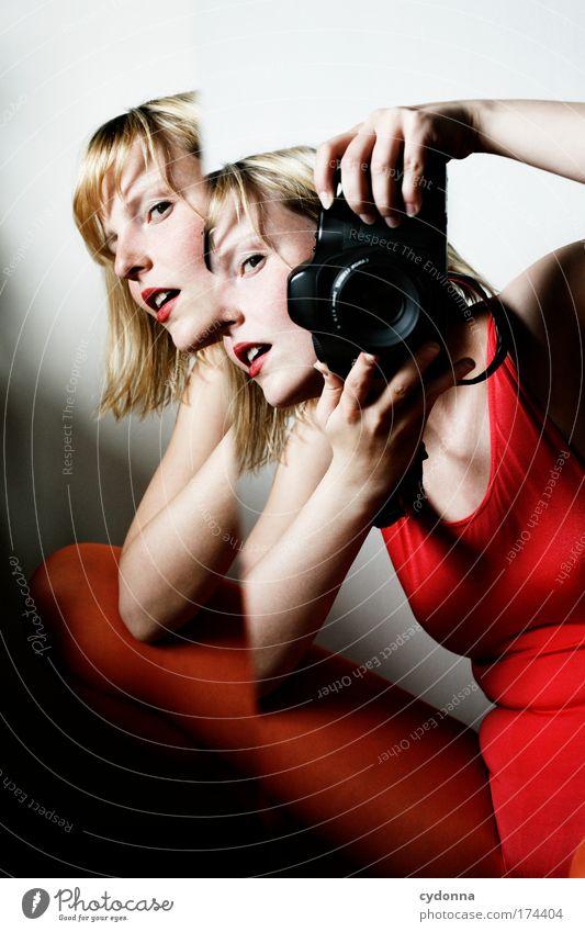 Behind The Mirror I Frau Jugendliche schön Farbe Leben Gefühle Erwachsene träumen Freizeit & Hobby Fotografie ästhetisch Zukunft einzigartig Technik & Technologie Kommunizieren Bildung
