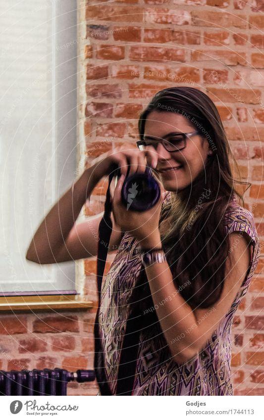 ... in Aktion Mensch feminin Junge Frau Jugendliche Erwachsene 1 18-30 Jahre 30-45 Jahre Kunst Künstler Brille Erwartung Freude Kreativität Sinnesorgane