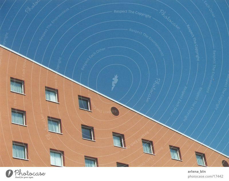 Abgeschrägt Ecke Haus Hotel Architektur Symetrisch