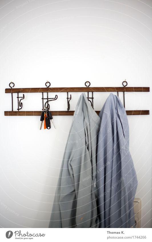 Garderobe Mode Arbeit & Erwerbstätigkeit Wohnung Bekleidung Hemd hängen Schlüssel Haken aufhängen Tracht Kleiderständer Arbeitsbekleidung