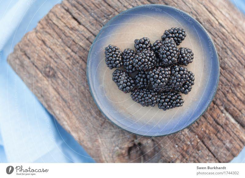 Bromelbeere blau Gesunde Ernährung Foodfotografie Gesundheit Holz Lebensmittel Frucht genießen süß Fitness Bauernhof Bioprodukte Appetit & Hunger Beeren Teller