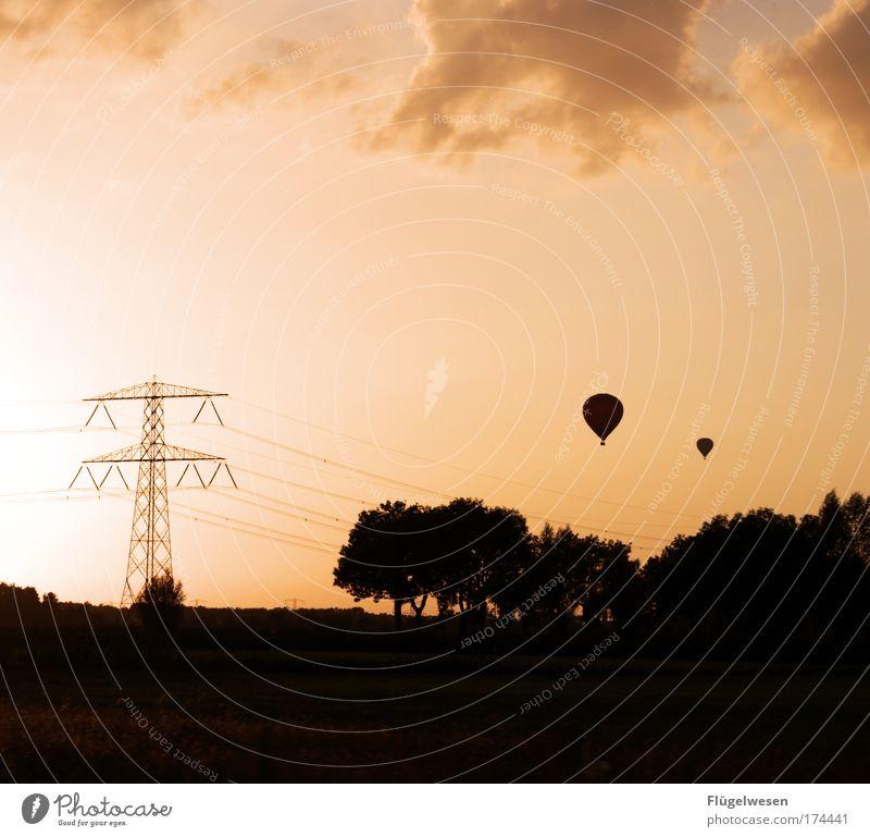 """""""SCHATZ?"""" - """"JAAA?"""" - """"NÄCHSTES MAL NEHMEN WIR EINEN BALLON"""" Himmel Wolken Erholung Freiheit Zusammensein fliegen frei Ausflug Fröhlichkeit Aussicht Nachthimmel Warmherzigkeit entdecken Freundlichkeit Ballone genießen"""