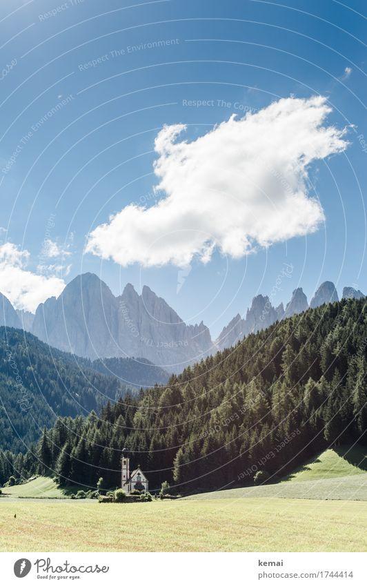 Die Kirche Himmel Natur Ferien & Urlaub & Reisen Pflanze blau Sommer grün Landschaft Baum Wolken Ferne Wald Berge u. Gebirge Wärme Umwelt Freiheit