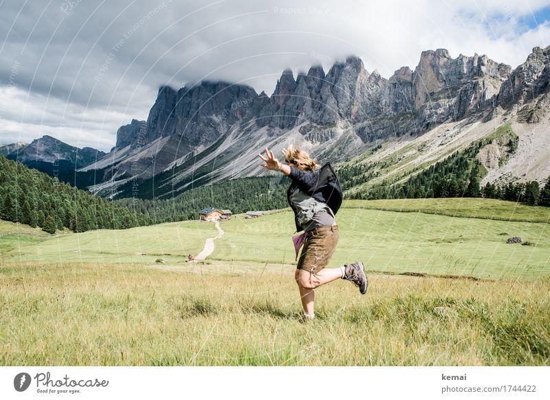 Landung im Glück Himmel Natur Ferien & Urlaub & Reisen Sommer Landschaft Wolken Freude Berge u. Gebirge Leben Lifestyle lustig Wiese Spielen außergewöhnlich