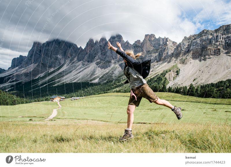 Sprung ins Glück Leben Wohlgefühl Zufriedenheit Freizeit & Hobby Spielen Ferien & Urlaub & Reisen Ausflug Abenteuer Freiheit Berge u. Gebirge wandern Mensch