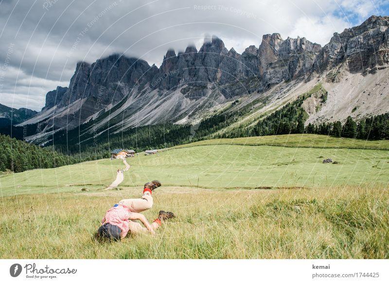 Landung Mensch Himmel Ferien & Urlaub & Reisen Sommer Landschaft Freude Ferne Berge u. Gebirge Leben Lifestyle feminin Glück Spielen außergewöhnlich Tourismus