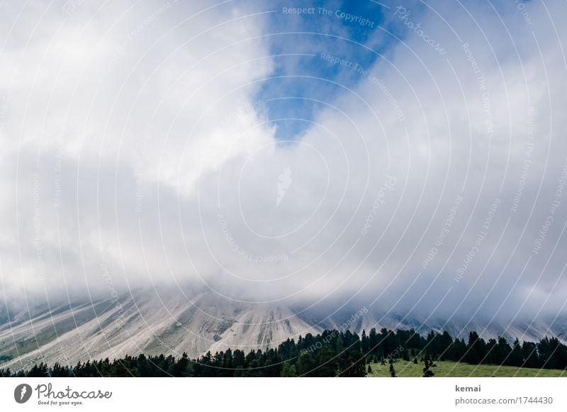 Wenn die Wolken sich verdichten Himmel Natur Ferien & Urlaub & Reisen Sommer Landschaft Wolken Ferne Wald Berge u. Gebirge Umwelt Wiese außergewöhnlich Freiheit Felsen Tourismus Wetter
