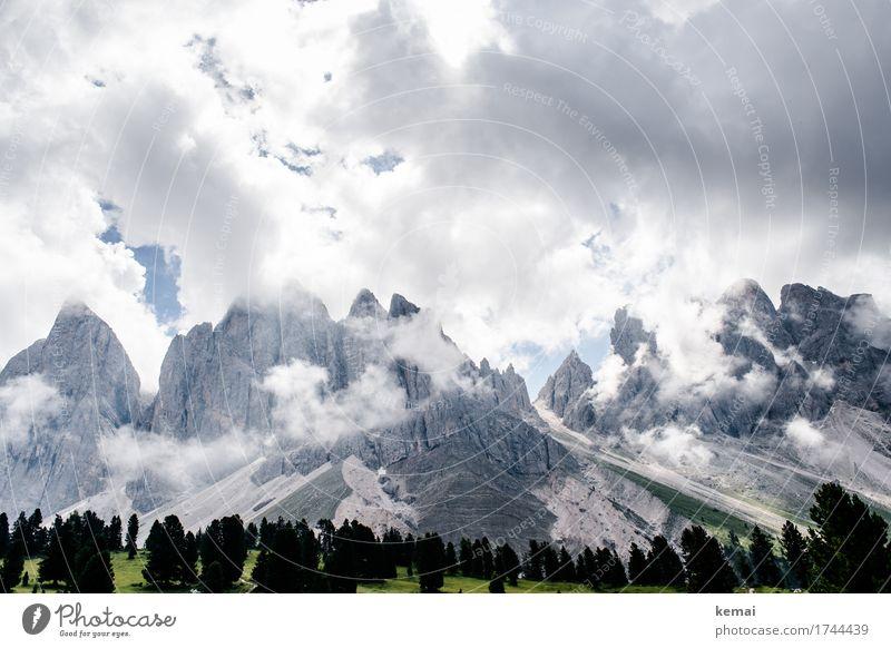 Wenn die Wolken sich lichten Himmel Natur Ferien & Urlaub & Reisen Sommer Baum Landschaft Wolken Ferne Berge u. Gebirge Umwelt Wiese Freiheit Felsen Tourismus Wetter Ausflug