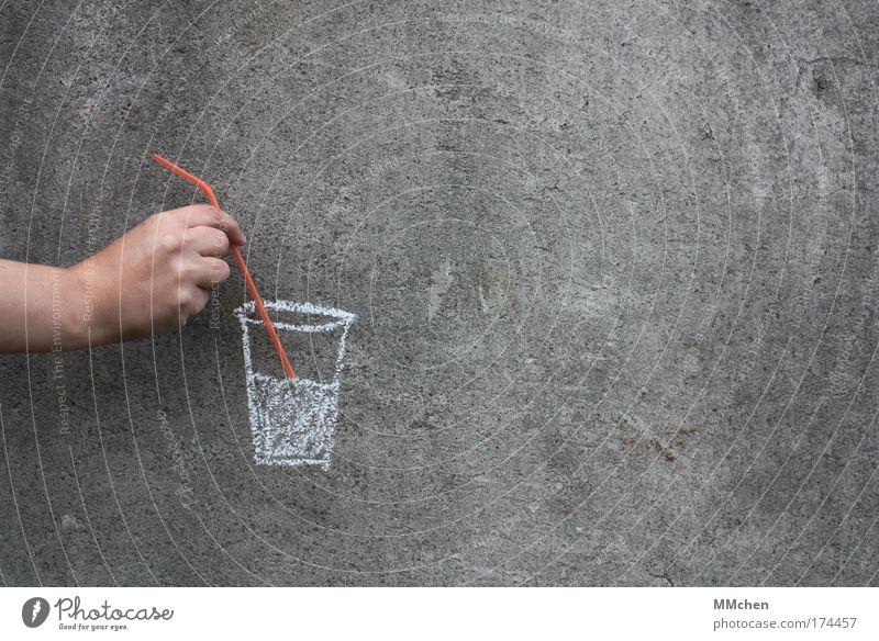 Erfrischung gefällig? kalt grau Glas Trinkwasser Getränk trinken Cocktail Alkohol Täuschung Einladung Saft Trinkhalm Limonade Erfrischungsgetränk