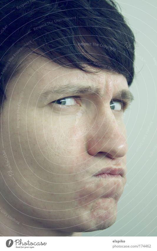 Was gucksu... Mensch Mann Jugendliche Gesicht Auge Gefühle Haare & Frisuren Kopf Mund Haut Erwachsene maskulin Nase Lippen bedrohlich Wut