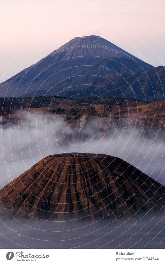 Cloudy Bromo Himmel Natur Ferien & Urlaub & Reisen Landschaft Wolken ruhig Ferne Berge u. Gebirge Umwelt Erde Stimmung braun Felsen Nebel wandern Kraft