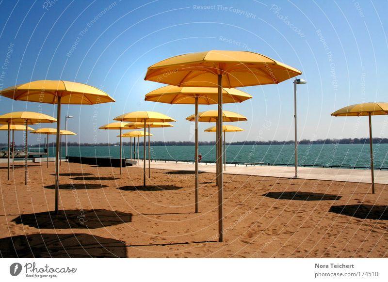 Sunny Day blau schön Sonne Ferien & Urlaub & Reisen Sommer ruhig gelb Erholung Stil Stimmung Freizeit & Hobby warten Design modern stehen Sicherheit