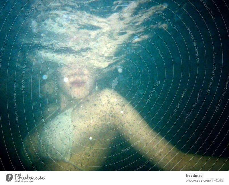 periskop Farbfoto mehrfarbig Unterwasseraufnahme Blitzlichtaufnahme Oberkörper tauchen Mensch feminin Junge Frau Jugendliche Erwachsene Mund Brust 18-30 Jahre
