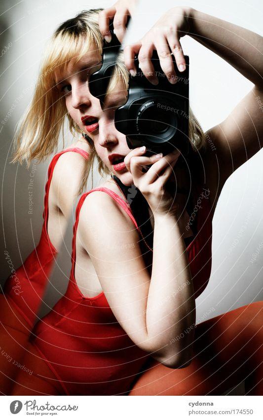 Behind the Mirror V Frau Mensch Jugendliche schön Farbe Leben Gefühle Erwachsene träumen Freizeit & Hobby elegant Fotografie ästhetisch Zukunft einzigartig